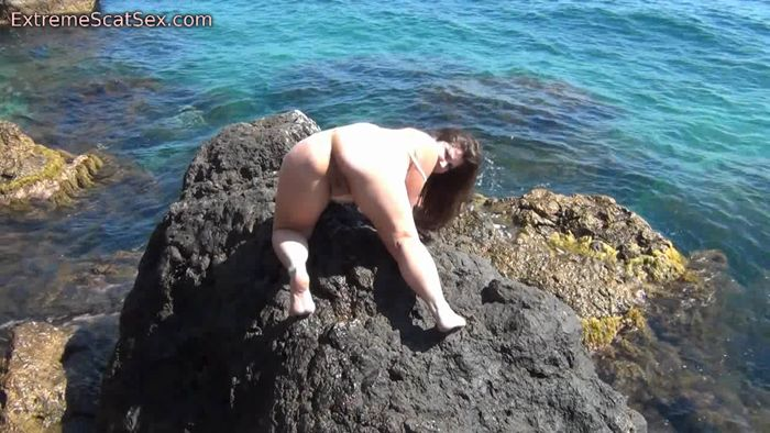 ExtremeScatSex - Nadja - Poo, Pee And Fart By The Sea [HD 720p]