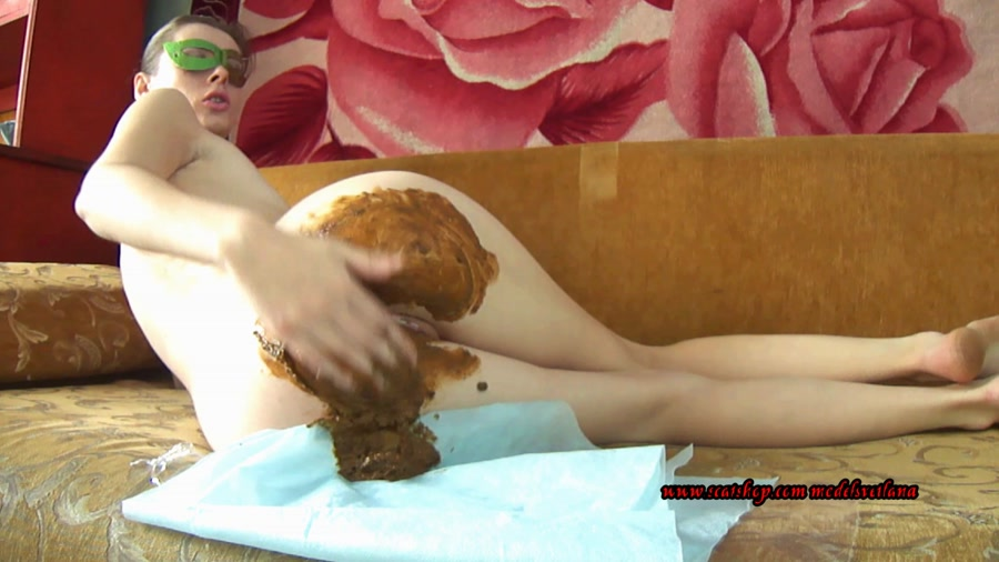 Desperation - Svetlana - Liquid diarrhea and farting (Solo Scat, Amateur) [FullHD 1080p / 1.13 GB]