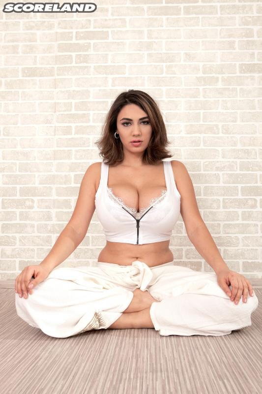 Alexya - Yoga Bare  [HD 720p]