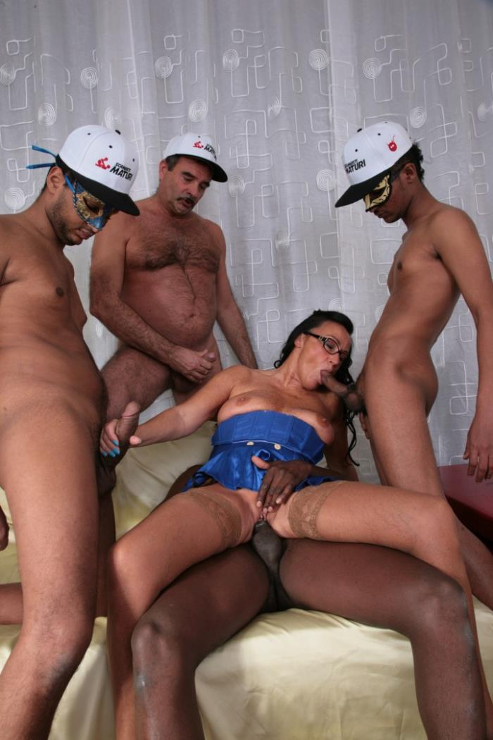 ScambistiMaturi / PornDoePremium:  Laura Rey- Slutty mature Italian gets gangbanged and cum covered by four guys  [2017|FullHD|1080p|3.87 Gb]