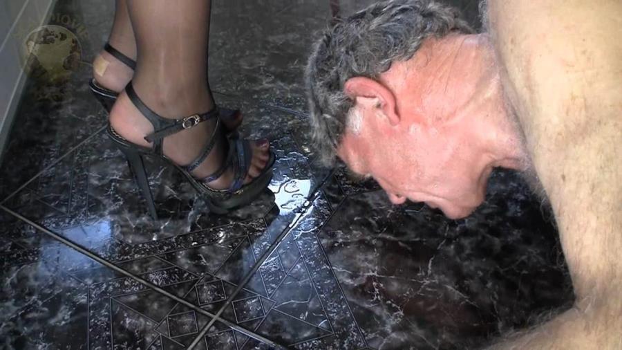 Scat-Movie-World: Lady Chantal (Scat, Peeing, Femdom) Scat and pee dinner [HD 720p]