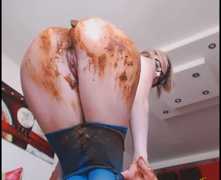 Mikaela Wolf - Pantyhose All In Shit And Smeared (Poopping, Shitting)  [FullHD 1080p]