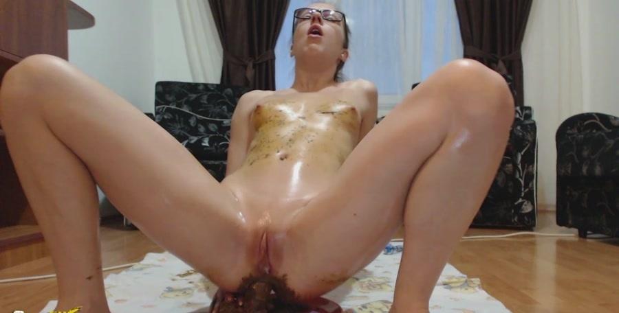 EllaGilbert - Brownies (Poop Smear, Solo) [HD 720p] [Shitting Porn]