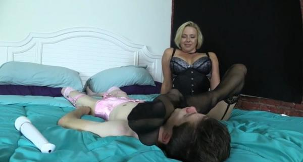Brianna - Mother Uses Sissy Sons Face To Get Off While Thinking About Lover ...