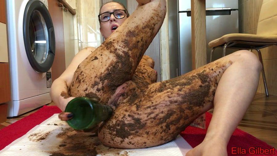 EllaGilbert - Extreme Body and Face Smearing (Smearing, Solo) - Poop Videos [FullHD 1080p]