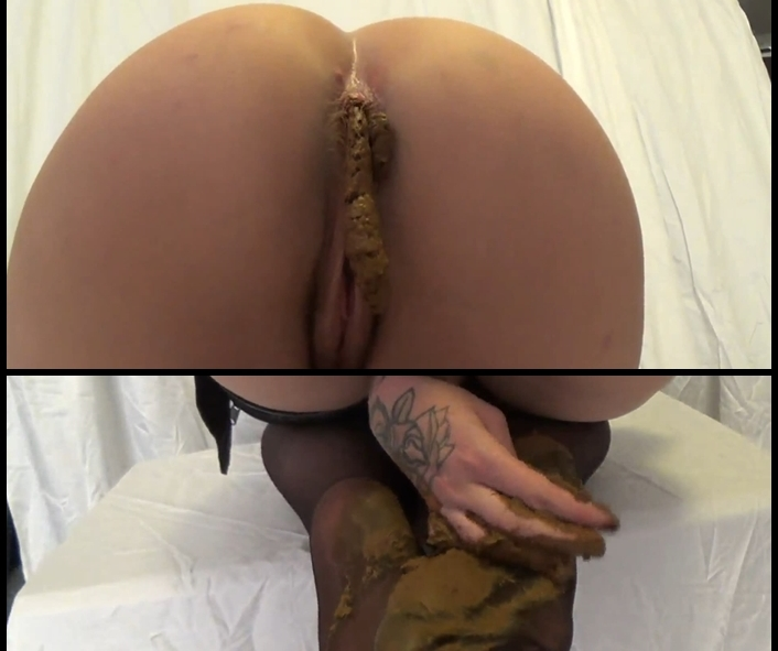 ScatVivian - Smearing shit on the legs and tasty ass (Scat Solo, Poop videos, Shitting)  [FullHD 1080p]