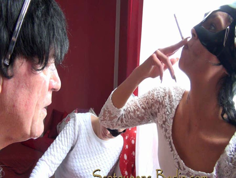 Scat Cats, Domi, Kimi, Lucy, Hanna - Scatqueens have fun with a Human Toilet P1 - Scatqueens-Berlin - SD