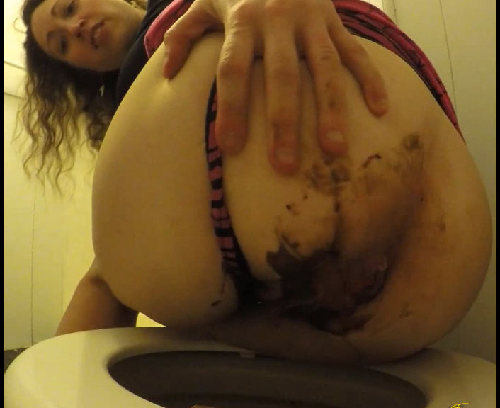 CruelLolaMelo - Huge Pouring Poop Sticky Ass (Poopping, Shitting, Big pile, Scat)  [FullHD 1080p]