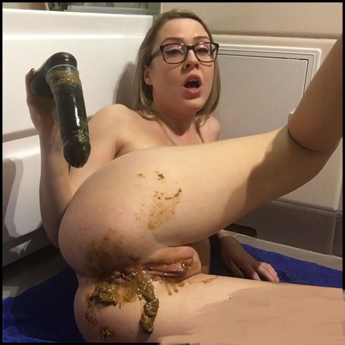EllaGilbert - Loud, Wet and Full of Shit Farts (Solo Scat / Extreme) - Extreme Scat [HD 720p]