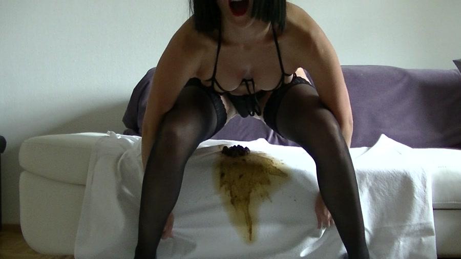 Maria Devot - Sexy Dunnschiss (Scat / Austria) - Amarotic [FullHD 1080p]