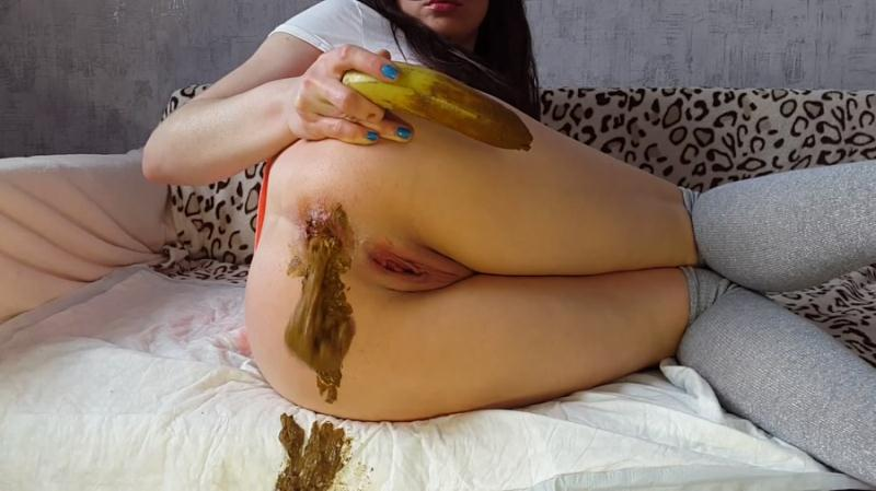 Anna Coprofield - Anna And Banana (Scat / Poo) Scatshop [FullHD 1080p]