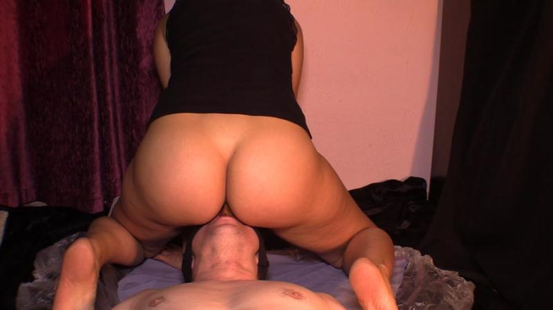 Goddess Diana - Takes a Dump In Her Slave's Mouth 76 (Scat / Femdom) YezzClips [FullHD 1080p]