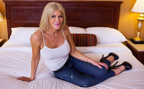 Evelyn - Escort cougar had to try MomPov (2017/HD)