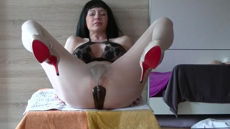 MariaDevot - Dreckschleuder-Maria (Solo Scat, Milf) Shit In Pantyhose [FullHD 1080p]