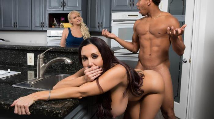 MommyGotBoobs / Brazzers - Ava Addams - One Strict Mama - SD/480p