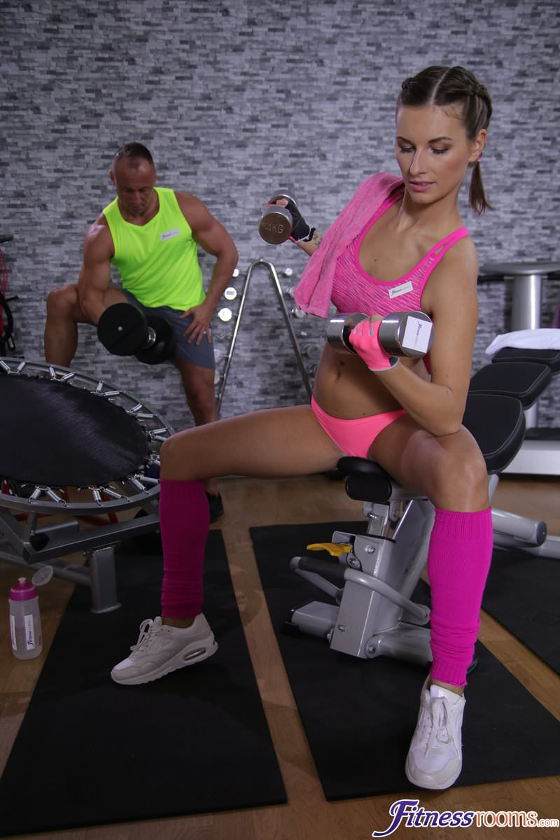 FitnessRooms.com: Jenifer Jane aka Jennifer Jane - Tight body Euro gym babe and hunk [SD] (315 MB)