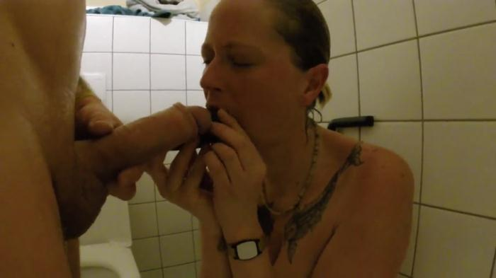 Scat Sex - ScatSusan - Shit snack on the sauna loo [FullHD 1080p]