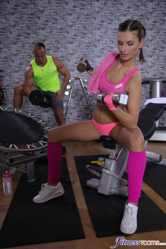 Jenifer Jane aka Jennifer Jane - Tight body Euro gym babe and hunk / 12-12-2017 (FitnessRooms) [SD/480p/MP4/315 MB] by XnotX