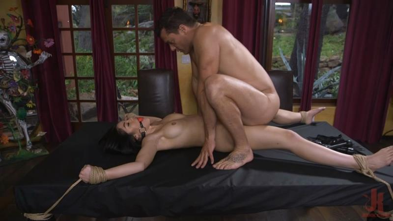 SexAndSubmission.com, Kink.com: Kendra Spade, Ramon Nomar - The Witness [2.06 GB / HD / 720p] (Humiliation) + Online