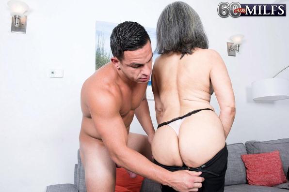 Kokie Del Coco - Kokie loves em young! (ScoreHD, PornMegaLoad, 60PlusMilfs/1080p/1.01 GB)