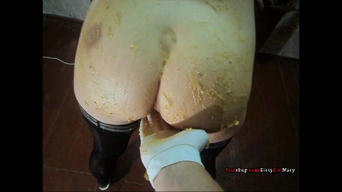 DirtyGirlMary - Corn shit on my body - (2018 / Defecation) [FullHD 1080p / 760 MB]