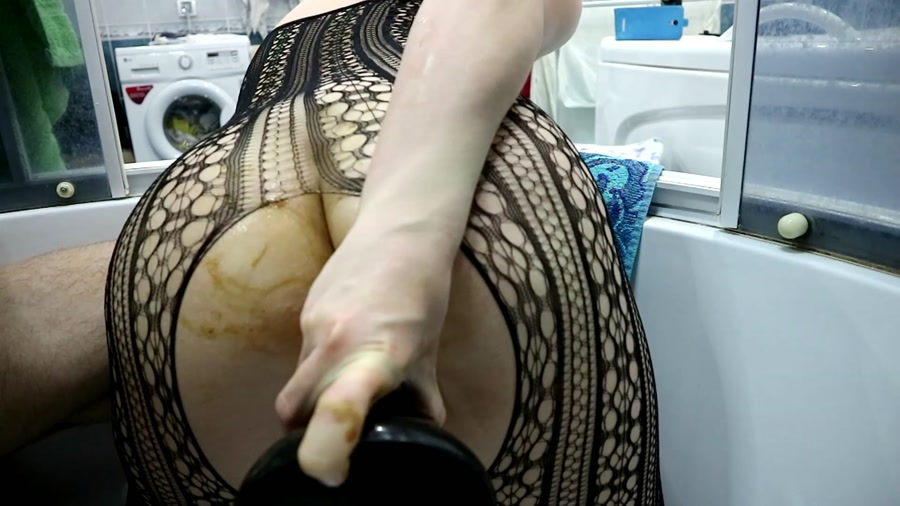 Dildo Scat - WCwife - Real WC video Public strange shit Part 1-2 (Solo, Shitting) [FullHD 1080p / 1.45 GB]