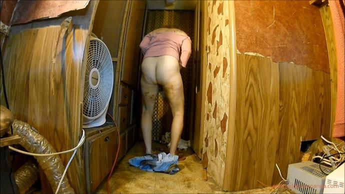 DESPERATE Locked Out Jean Poop [FullHD, 1080p]