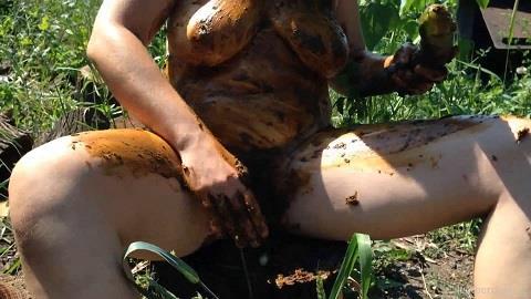 Dirty Barbara - I Scat and Huge Cucumber Fucks Me [FullHD, 1080p]