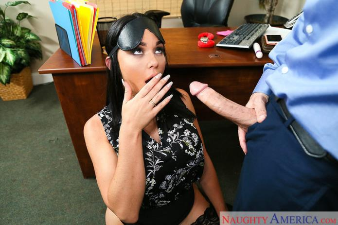 Sex in Office / Brooke Beretta / 17-09-2018 [SD/360p/MP4/241 MB] by XnotX