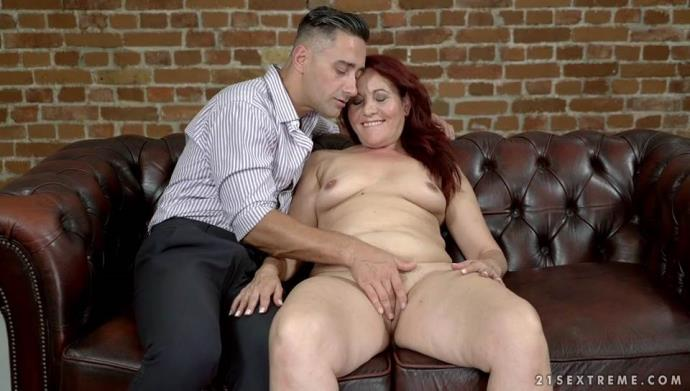 Red Mary - Granny's Glass Dildo [SD, 544p]