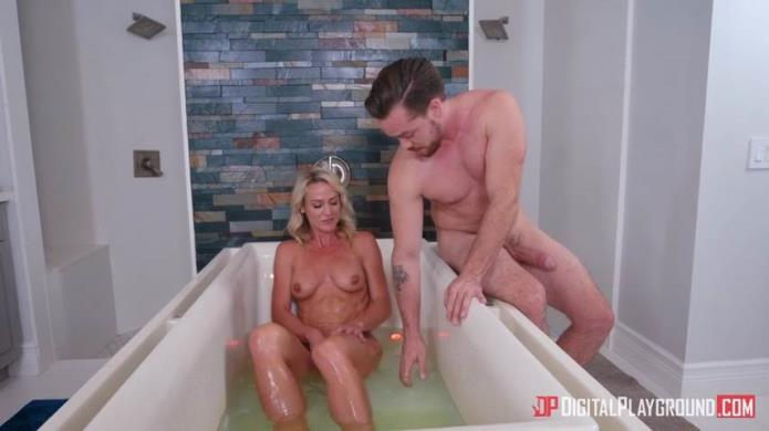Bath Time With Sydney / Sydney Hail / 17-09-2018 [SD/480p/MP4/540 MB] by XnotX