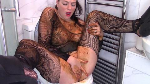 Evamarie88 - Goth Chick Plays With Scat (FullHD 1080p)