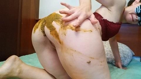 Nastygirl - Teasing and pooping in bed [FullHD, 1080p]