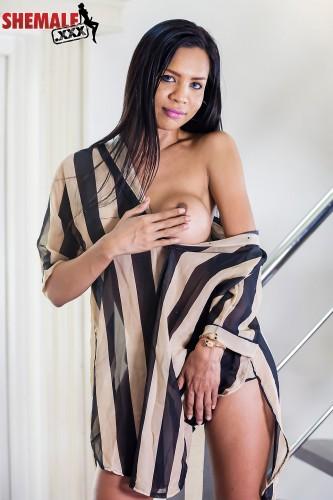 Sexy Leggy Nicole Struts Her Stuff! / Nicole / 19-11-2018 [HD/720p/MP4/513 MB] by XnotX