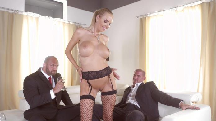 Florane Russell Gets Both Her Holes Used By Her Husband And His Friend / Florane Russell / 15-11-2018 [HD/720p/MP4/1.06 GB] by XnotX