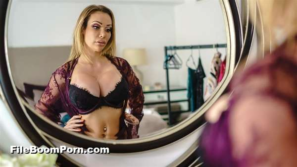 RealWifeStories, Brazzers: Chessie Kay - Dressing Room Poon [SD/480p/382 MB]