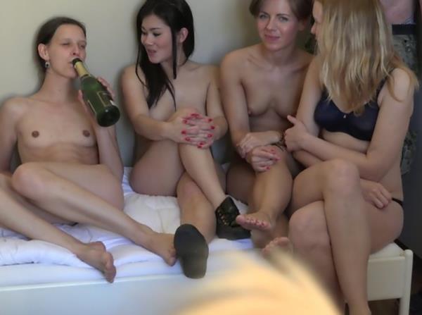 Amateurs - Czech Home Orgy 10 - Part 8 [CzechAV] (HD|MP4|174 MB|2018)