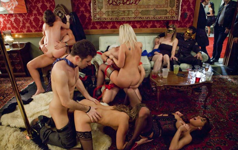 Tara Lynn Foxx, Gia Dimarco, Jessie Cox - Hardcore Sex Party In The Club (Private) [HD 720p]