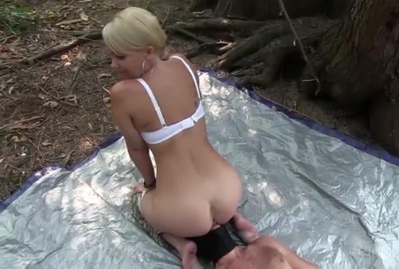 Clips4Sale: Kandy Kandys Forest Toilet [SD 400p]