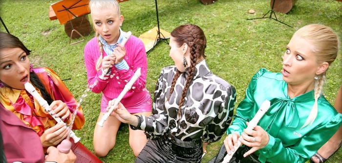 Uma, Chelsy Sun, Kitty Jane, Cayla Lyons, Samantha Johnson - Band Camp Cuties Play The Skin Flute Under Golden Showers Galore (SD 540p) - SinDrive - [2018]