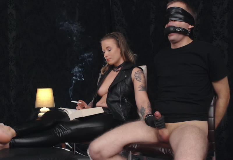 Clips4Sale: Unknown Handjob while reading [FullHD 1080p]