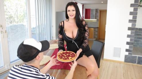 Anissa Jolie - Mom, I Want Your Pie (01.12.2018/VirtualTaboo.com/3D/VR/UltraHD 4K/2700p)