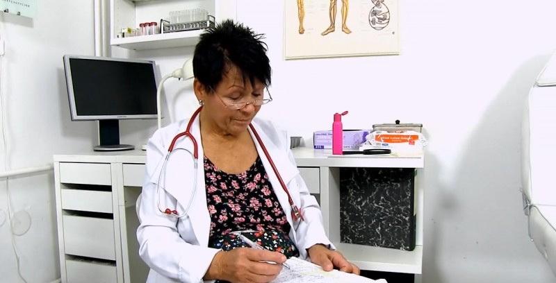 Elma C - Big breasted doctor granny Elma prostate check-up [Spermhospital] (HD|MP4|1.13 GB|2018)
