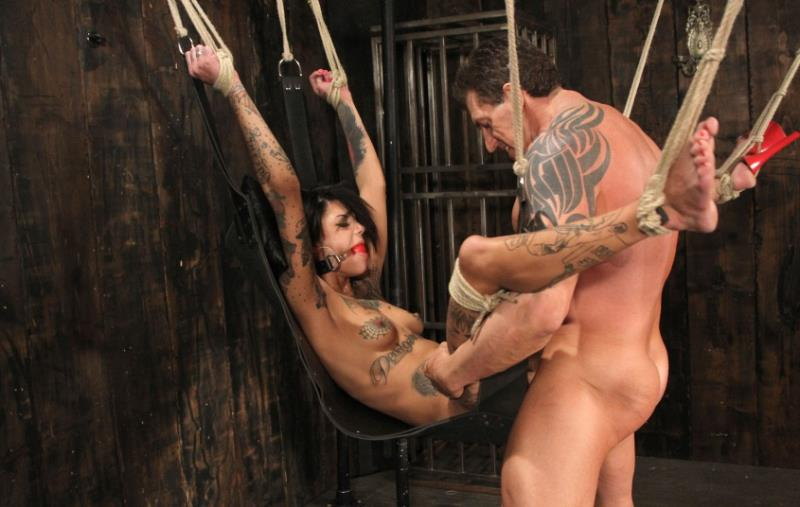 Bonnie Rotten - Lee likes what he sees (DungeonCorp) [HD 720p]