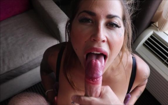 PornHubPremium: Heidi Van Horny French Kisses A Cock - Sexy Deepthroat Blowjob - Heidi Van Horny [2018] (FullHD 1080p)
