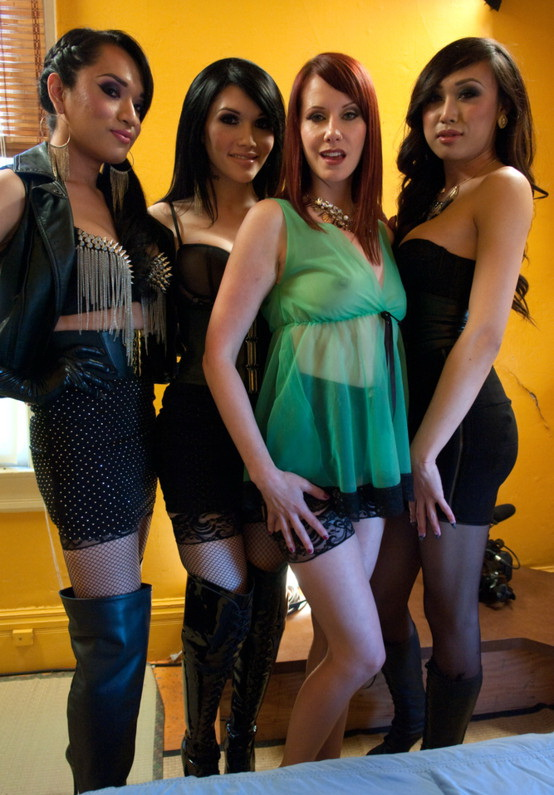 Kink: (Eva Lin, Jessica Fox, Venus Lux and Maitresse Madeline) - Gang bang orgy [HD / 2.36 GB]
