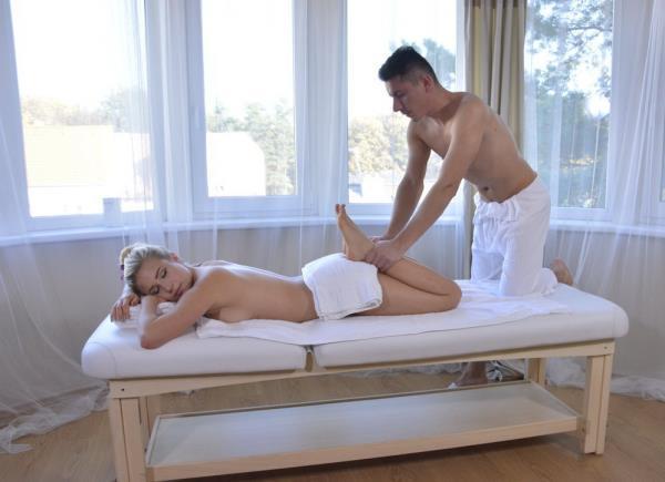 SexyHub: Gabi Gold - Sexy home massage for German blonde (SD) - 2018