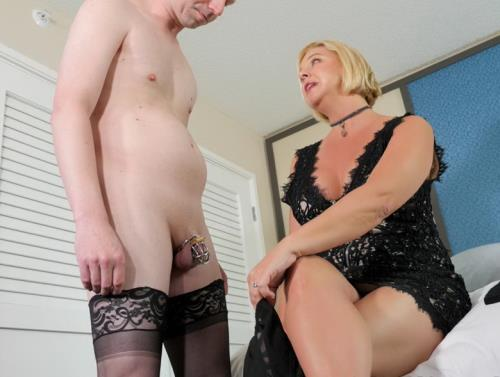 Brianna - Chastity and Pegging (1004 MB)