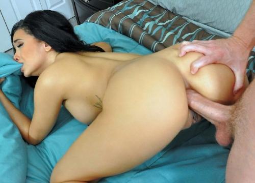 Mofos: (Aaliyah Hadid) - Aaliyah Gets a Booty Cumshot [FullHD / 3.32 GB]