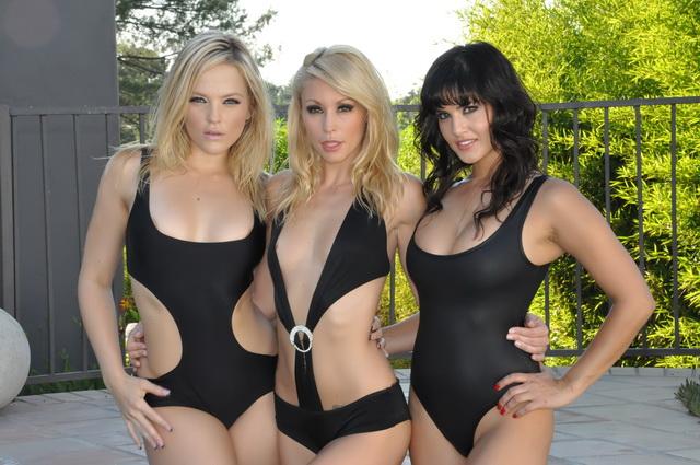 Sunny Leone, Alexis Texas, Monique Alexander - Get Fit To Fuck Pool Aquaaerobic (Sunnyleone) [HD 720p]